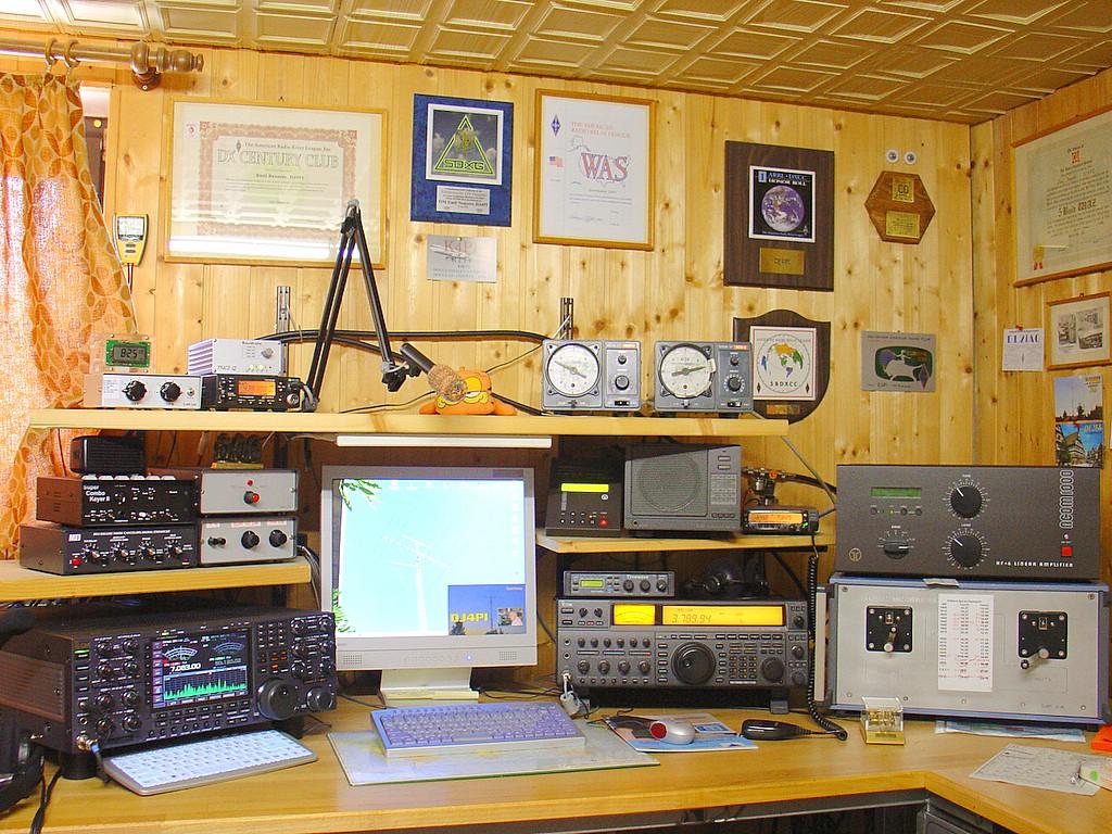 Estação de radio amador radios px py vhf uhf hf kenwood yaesu cobra alan